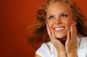 Skaitmeninis individualios šypsenos dizainas ir balto porceliano dantų laminatės – fantastinis odontologijos technologijų pasiekimas