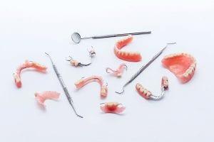 """""""Angitia"""" klinikoje dantys atkuriami ne tik implantais."""