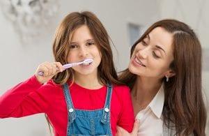 Teisingos dantų priežiūrios konsultacijos, ypač svarbios jaunosios kartos pacientams, dar dar nepraradusiems savų dantų